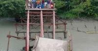 বেতাগীতে ব্রীজ ভেঙ্গে ১০ গ্রামের মানুষের দুর্ভোগ