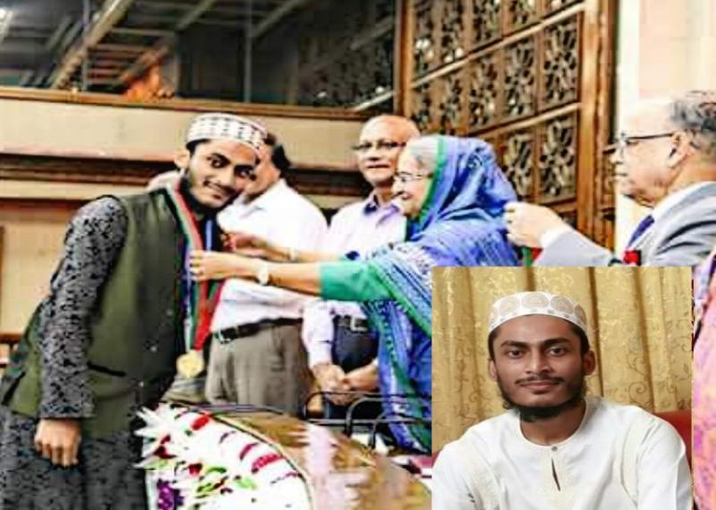"""""""প্রধানমন্ত্রী স্বর্ণপদক-২০১৭""""  গ্রহণ করছেন আবুল ফুতুহ বিন রফিক।"""