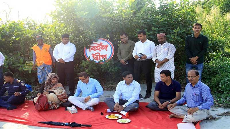 বিহঙ্গ দ্বীপে বরগুনা জেলা প্রশাসক