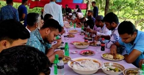 তালতলীতে করোনাকালে স্বাস্থ্যবিধি উপেক্ষা করেন থানায় প্রীতিভোজ